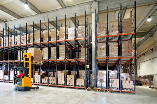 sistema de estanterías depósito de almacenamiento