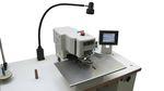 máquina de coser para ojales
