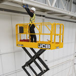 plataforma elevadora de tijera móvil / para uso en interiores y exteriores / eléctrica