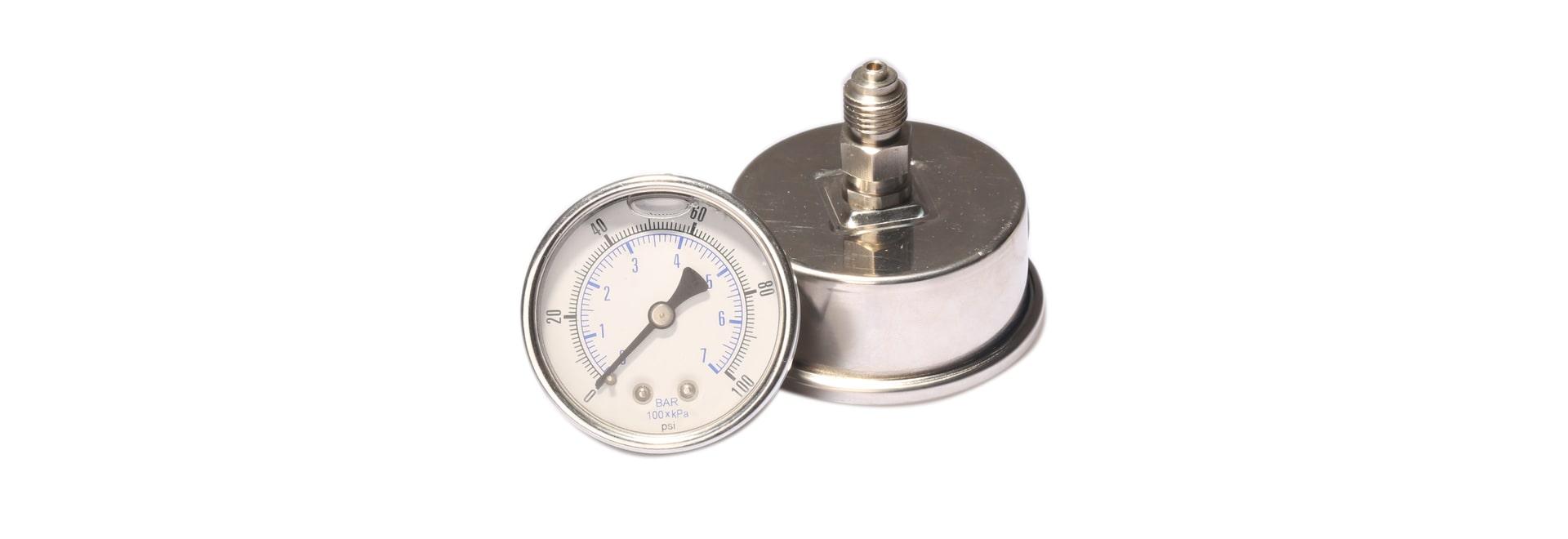 Cómo rellenar el aceite en el manómetro