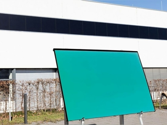 Colores reales: Paneles solares para mejorar los exteriores de los edificios
